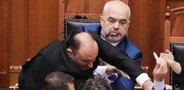 Oblał tuszem premiera