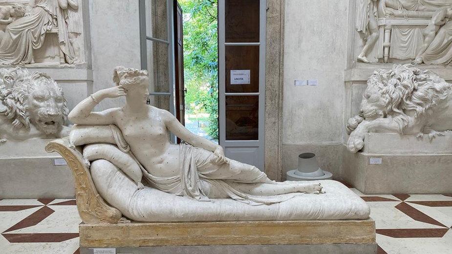 Uszkodzona rzeźba z Museo Gypsotheca Antonio Canova