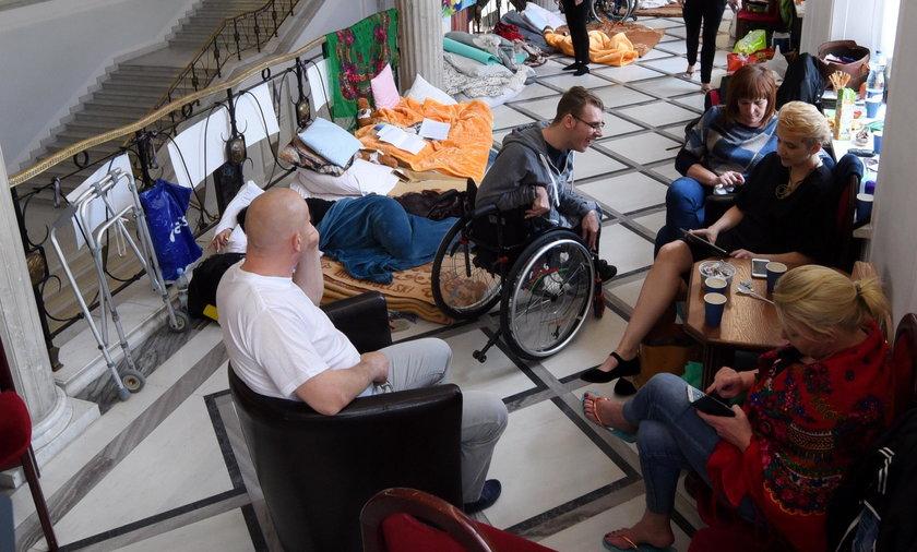 Protestujący w Sejmie: mamy przygotowany trzeci kompromis