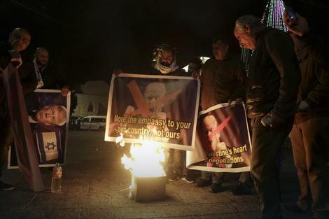 Palestinci pale Trampovu sliku u istočnom delu Jerusalima
