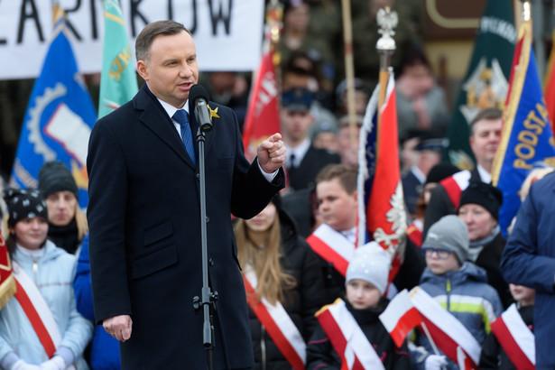 Prezydent Andrzej Duda przemawia podczas spotkania z mieszkańcami Obornik