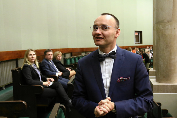 Mikołaj Pawlak wniósł do Sądu Najwyższego o odroczenie zaplanowanego na czwartek 23 stycznia 2020 r. posiedzenia w sprawie udziału w składach sędziowskich osób wyłonionych przez obecną KRS