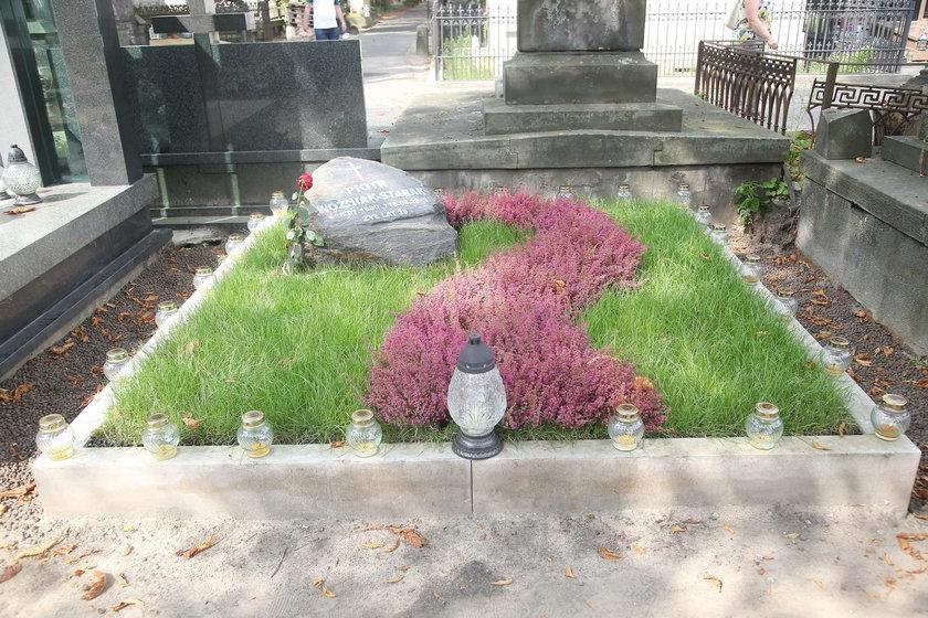 Tak wygląda grób Piotra Woźniaka-Staraka