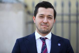 'Kolejne odcinki kabaretu Bielana'. Rzecznik Porozumienia krytykuje pomysł przekształcenia partii