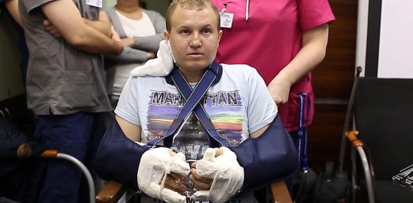 Lekarze przyszyli mu obie dłonie