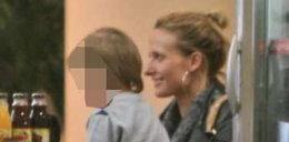 Markowska relaksuje się z synkiem. Foto