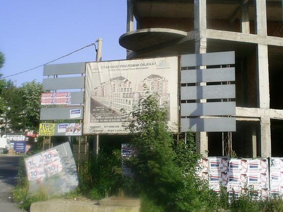Izgradnja je počela 2004, a oko 340 kupaca trebalo je da se useli do kraja 2009. godine