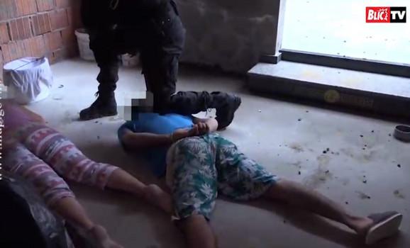 Video-snimak hapšenja porodice
