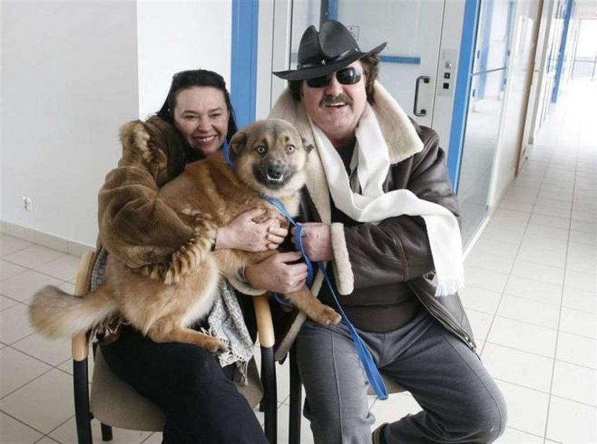 Krzysztof Krawczyk z zoną Ewą i z psem Niuniusiem