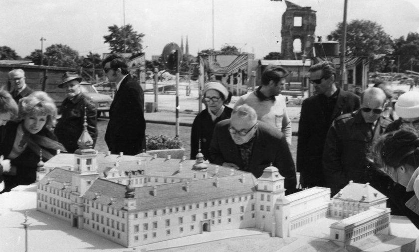 Dzieci odmawiały sobie słodyczy, emerytki oddawały ostatni grosz, fachowcy pracowali za darmo. Cała Polska odbudowywała Zamek Królewski!