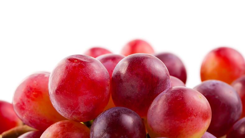 Winogrona obfitują w żelazo, potas, jod i bioflawonoidy. Poza tym zawierają witaminę E, C, beta karoten i witaminy z grupy B, C