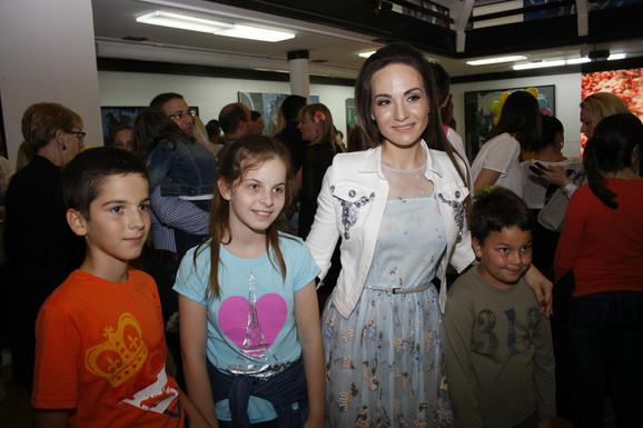 Jelena Tomašević zapevala je sa mališanima