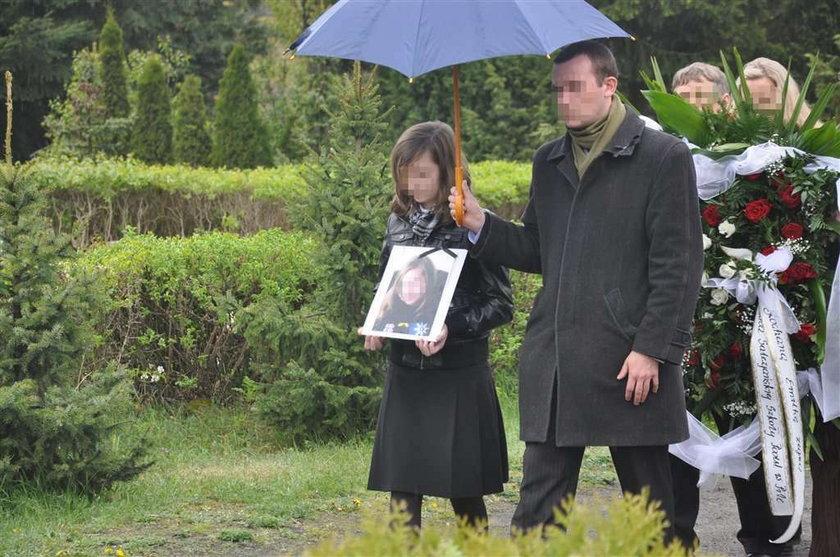pogrzeb, piła, brat, siostra, zabójstwo