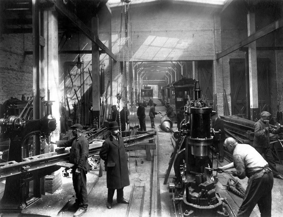 Poznań, 1924. Kolej elektryczna w zajezdni tramwajowej przy ulicy Gajowej na Jeżycach