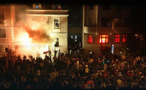 Paljenje Ambasade SAD u Beogradu
