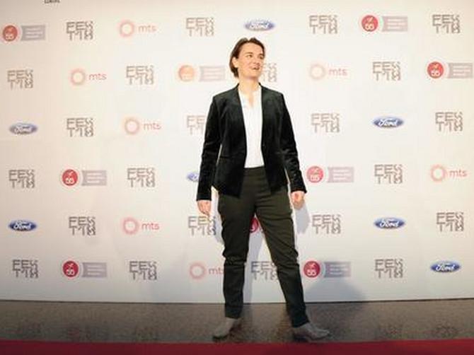 Premijerka Ana Brnabić sinoć u plišu, a njena partnerka oduševila modnom kombinacijom za crveni tepih