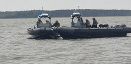 Wyszli ze sklepu i przepadli. Znaleziono podtopioną łódkę...