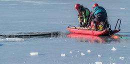 Pod wędkarzem załamał się lód. Na ratunek ruszyli strażacy