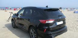 Niemiec zaparkował na polskiej plaży i poszedł się kąpać. Straż miejska w szoku