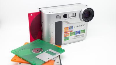 Historia zapomnianych aparatów na dyskietki z lat 90. Jak działały i dlaczego je porzucono?