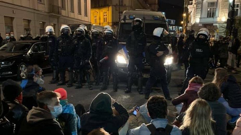 Strajk Kobiet. Sąd w Warszawie szykuje się na masowe areszty