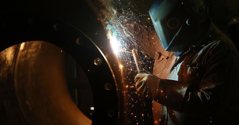 Pracowników brakuje m.in. w przemyśle ciężkim