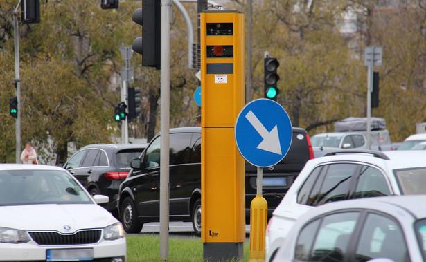"""""""Urządzenia rejestrujące zamontowane w radiowozach muszą być przystosowane do pracy w różnych warunkach pogodowych, rejestrować prędkość w przedziale od co najmniej 30 km/h do 250 km/h oraz umożliwiać rejestrację wykroczeń przez przednią i tylną szybę pojazdu"""""""