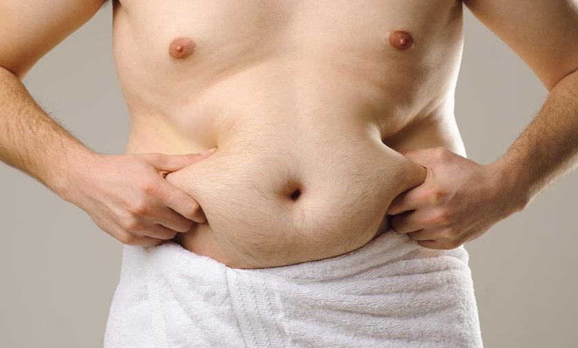 Mężczyzna z dużym brzuchem