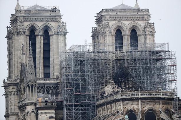 Notre Dame, podobnie jak inne średniowieczne katedry, miała dwojakie znaczenie dla odwiedzających ją wiernych.