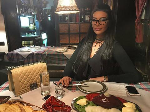 TRPI VELIKE BOLOVE: Katarina Grujić završila u bolnici!