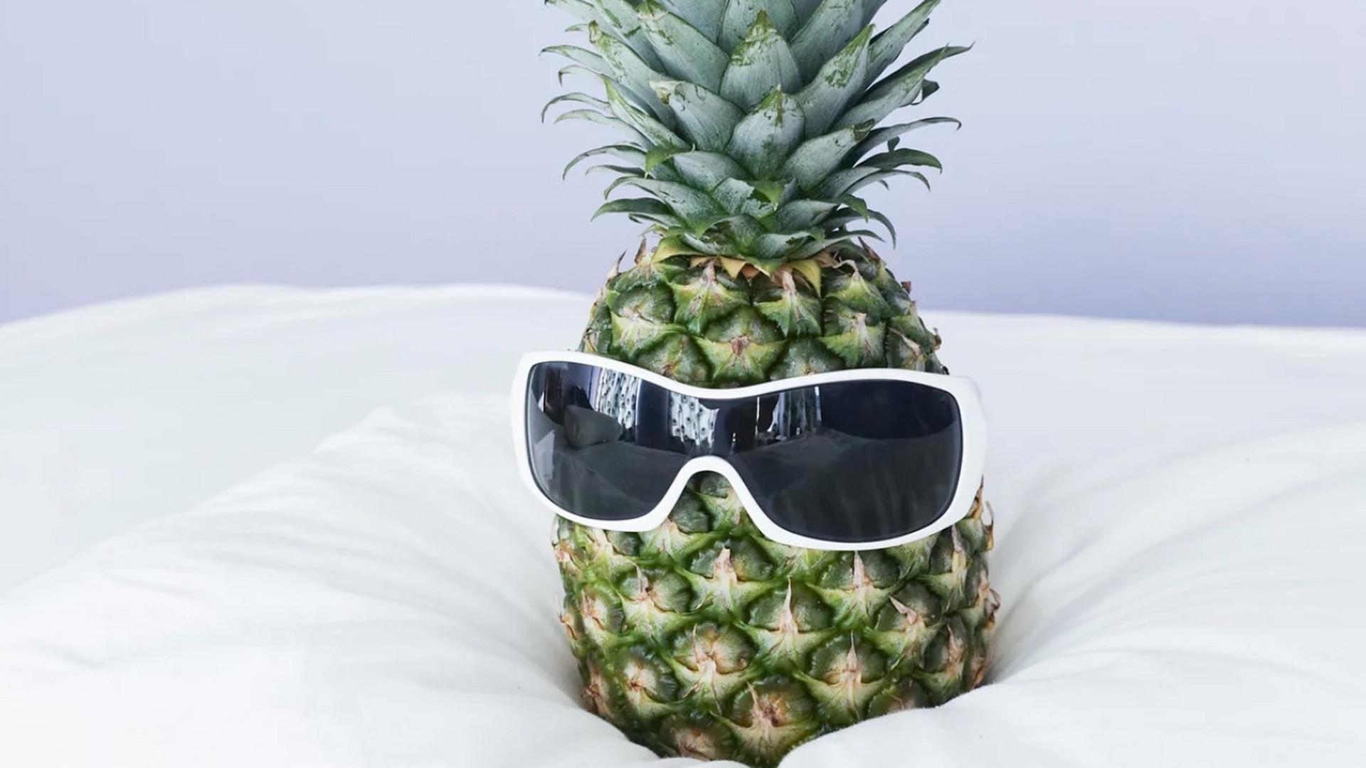 Warum Man Sich Eine Ananas Neben Das Bett Stellen Sollte Noizz