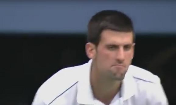 Novakova reakcija na ponašanje publike pred Federerov servis