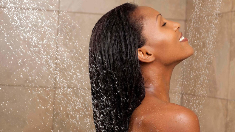 Here's why you should avoid taking your bath with hot water [naturalhairgrowthtips]