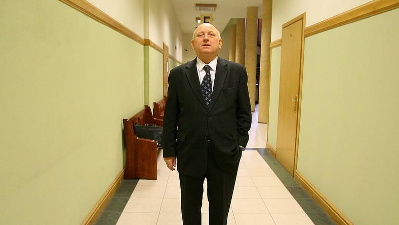 """Konflikt między """"Wprost"""" i Józefem Oleksym zakończył się ugodą"""