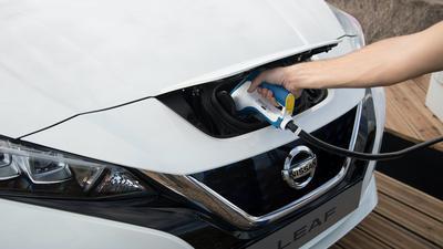 Europejscy kierowcy polubili samochody elektryczne. Jeżdżą nimi więcej, niż spalinowymi
