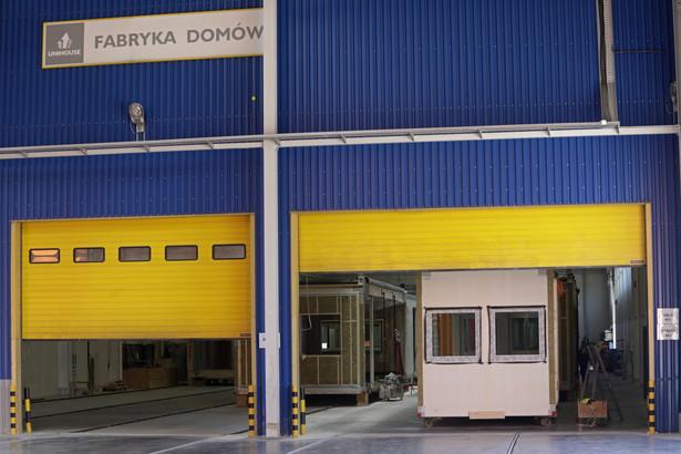 Nowo hala produkcyjna ma 8 tys. mkw powierzchni. Obecna zdolność produkcyjna Unihouse to ponad tysiąc modułów rocznie. fot. (nlat) PAP/Artur Reszko