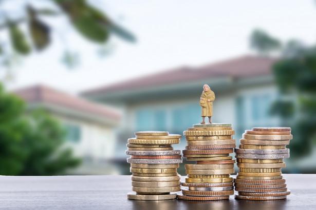 Zniesienie limitu miałoby jeszcze jeden efekt. Doprowadziłoby do dużego rozwarstwienia w dochodach emerytów.