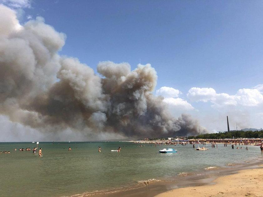 Włochy. Gigantyczny pożar w mieście Pescara. Turyści ewakuowani