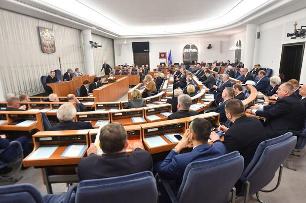 Senat zajmie się na rozpoczętym w środę posiedzeniu uchwaloną w ubiegły piątek przez Sejm nowelizacją ustawy o IPN