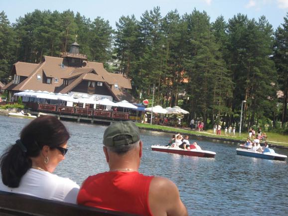 Jezero i sporni objekat