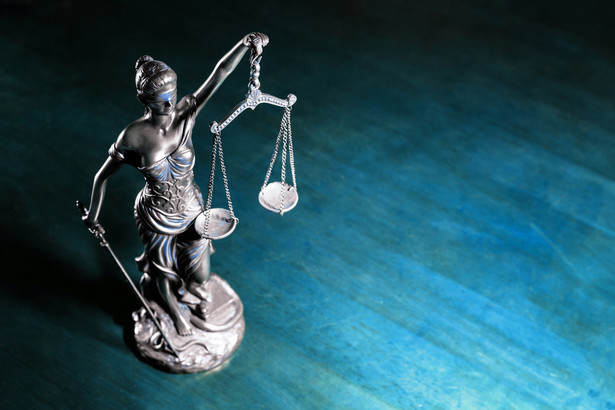 """W opublikowanym we wtorek komunikacie SN wskazano, że celem projektowanych przepisów jest """"usunięcie większości obecnie orzekających sędziów SN pod pozorem zmian ustrojowych, o których mowa w art. 180 ust. 5 Konstytucji RP""""."""
