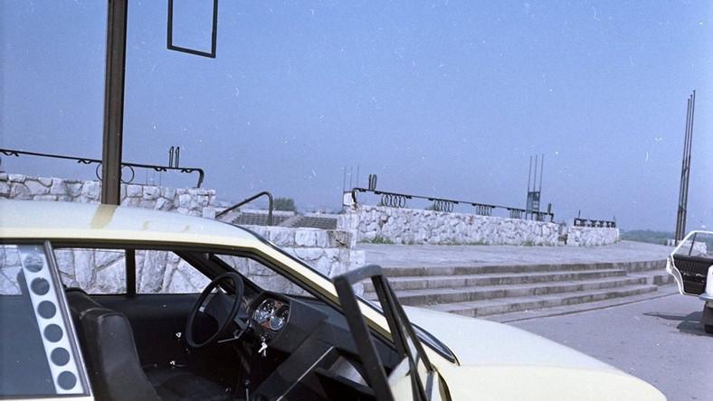 Produkcja fiata 125p ruszyła w Polsce 28 listopada 1967 - to oznacza, że w tym roku świętujemy 48. urodziny tego auta. Do końca grudnia '67 z hal FSO wyjechało 1000 sztuk. Najlepsze czasy dla modelu przypadły na lata 1974-77 - wtedy żerańską fabrykę rocznie opuszczało ponad 100 tys. egzemplarzy. Polski fiat 125p od początku był towarem eksportowym – rekord padł w 1976 roku, kiedy to na zagraniczne rynki wysłano ponad 83 tys. aut. Najwięcej 125p trafiło do Jugosławii. Także Wielka Brytania była rynkiem zbytu. Na liście chętnych na dużego fiata były również Egipt, Chiny, Belgia, Finlandia, Francja, Grecja, Irak, Kolumbia, RFN, Holandia. Po wygaśnięciu licencji w 1983 roku nazwę zmieniono na FSO 125p. Łącznie powstało niemal 1,5 mln egzemplarzy, z tego ponad 874 tys. sztuk trafiło na eksport. Mało kto wie, że kiedy kwadratowy 125p motoryzował świat polscy inżynierowie w tym czasie pracowali nad bodaj najciekawszymi prototypami epoki PRL. Dziennik.pl w Muzeum Techniki i Przemysłu NOT zdobył zdjęcia dwóch niezwykłych samochodów. Po jednym z nich ocalały jedynie fotografie ponieważ jedyny egzemplarz tego auta zniszczono…