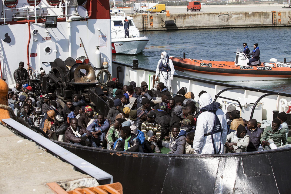 ITALY MIGRATION (110 migrants desembark in Corigliano)
