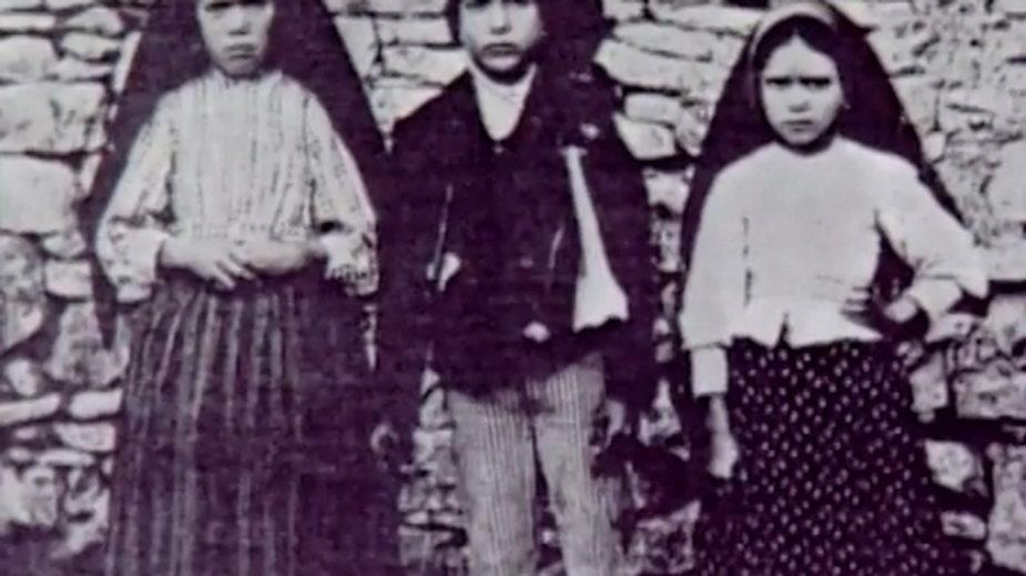 Świadkami objawień była trójka dzieci Franciszek i Hiacynta Marto oraz Łucja dos Santos