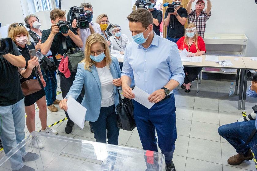Wybory prezydenckie 2020. Sąsiedzi Andrzeja Dudy poparli... jego rywala
