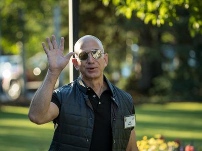 Jeff Bezos jako pierwszy człowiek w historii posiada majątek szacowany na ponad 100 miliardów dolarów