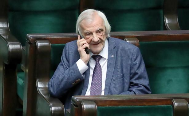 Jeżeli podczas posiedzenia Senatu coś zostanie wykreślone z naszych ustaw tarczy antykryzysowej, to Sejm jest przygotowany na to, żeby się zebrać we wtorek, środę i przeprocedować to jeszcze raz - powiedział w poniedziałek wicemarszałek Sejmu Ryszard Terlecki (PiS).