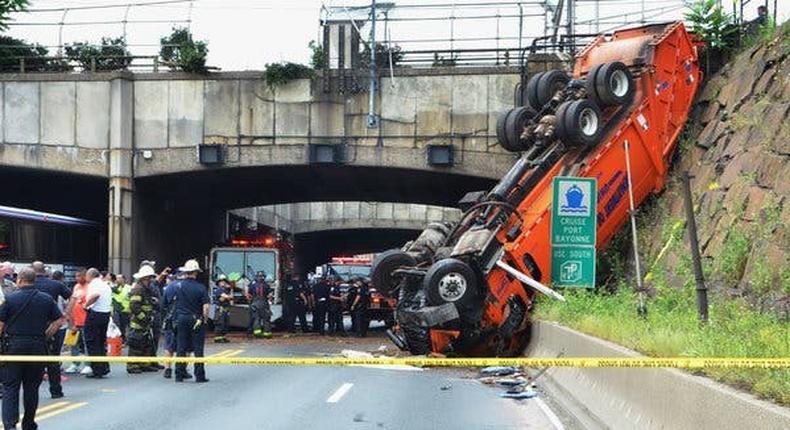 Wild crash near Lincoln tunnel stalls rush hour