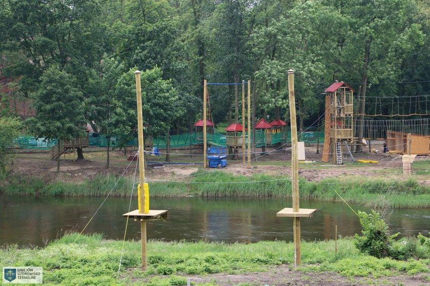 Chłopiec spadł z sześciu metrów w parku linowym