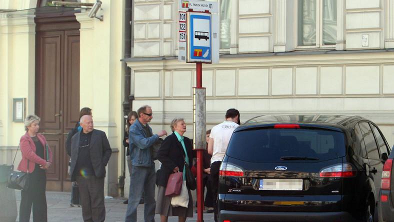 Małaszyński nielegalnie parkuje na przystanku